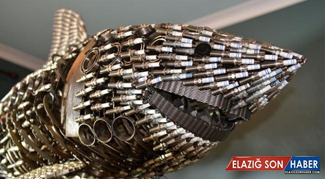 Eski motor parçalarını sanata dönüştüren usta