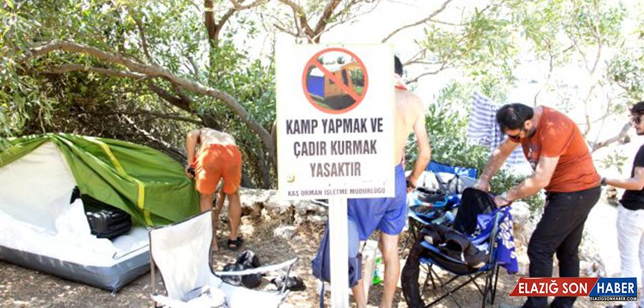 Antalya Kaş'ta kanuna aykırı yerlerde kurulan çadırlar kaldırıldı