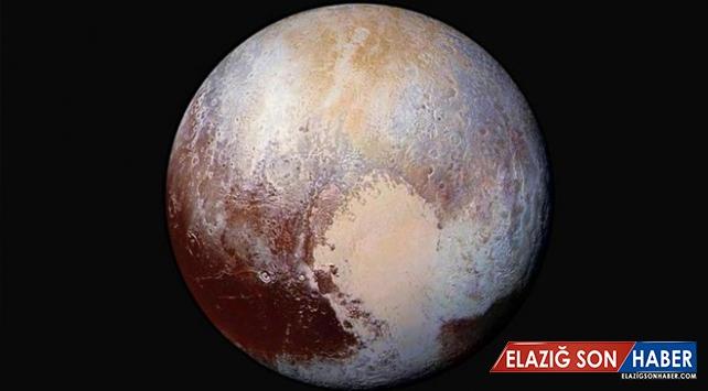 NASA Direktörü: Plüton bir gezegen