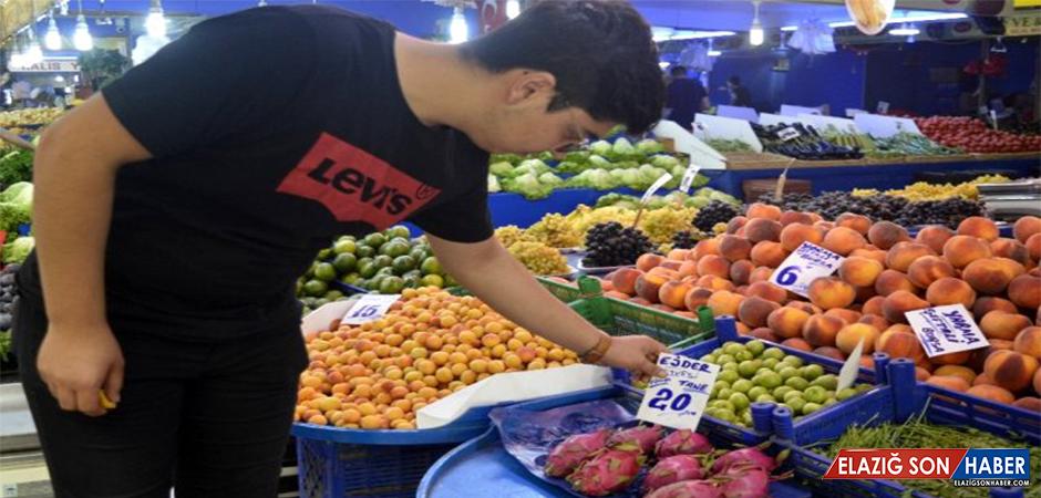 Pazar tezgahlarında yerini alan ejder meyvesi, hem şekli hem de fiyatıyla şaşırtıyor