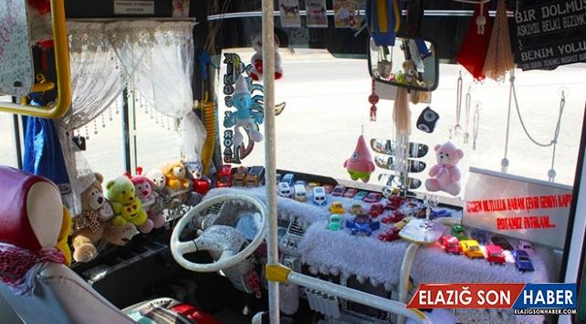 Kullandığı halk otobüsünü oyuncakçıya çevirdi