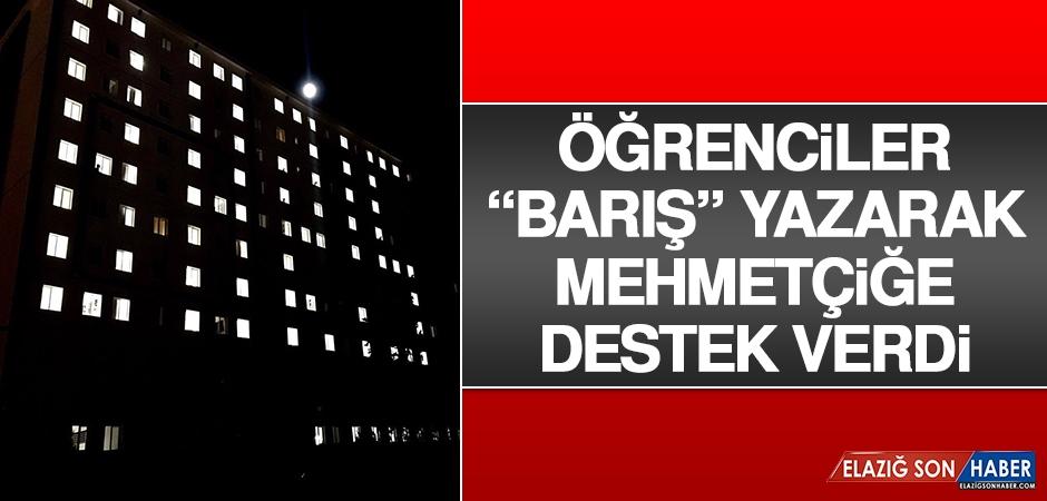 """Öğrenciler """"Barış"""" Yazarak Mehmetçiğe Destek Verdi"""