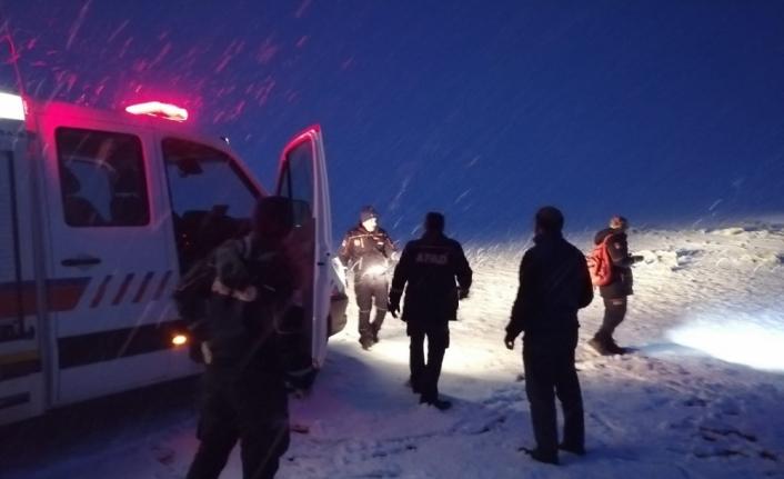 Kars'ta kar ve sis nedeniyle kaybolan 2 kişi bulundu