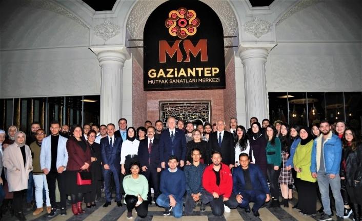 Büyükşehir Belediye Başkanı Fatma Şahin üniversite öğrencileri ile buluştu