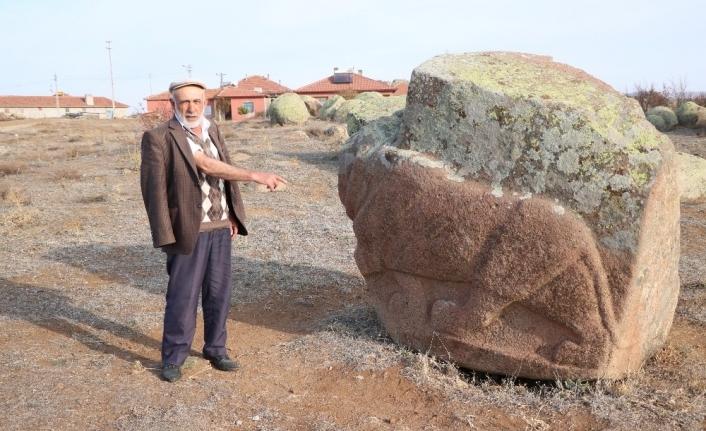 Hititlerin heykel atölyesindeki figürler dikkat çekiyor