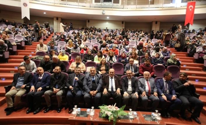 """Tokat'ta """"Duyarlı Aile Bilinçli Gençlik"""" söyleşisi"""
