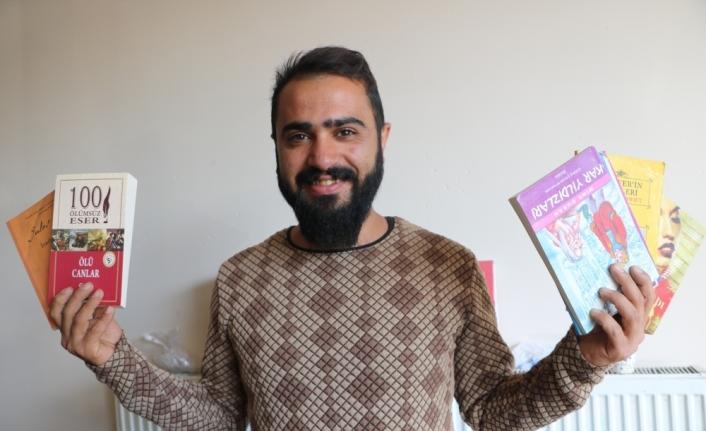 Yüksekovalı esnaf, topladığı kitapları öğrencilere ulaştırıyor