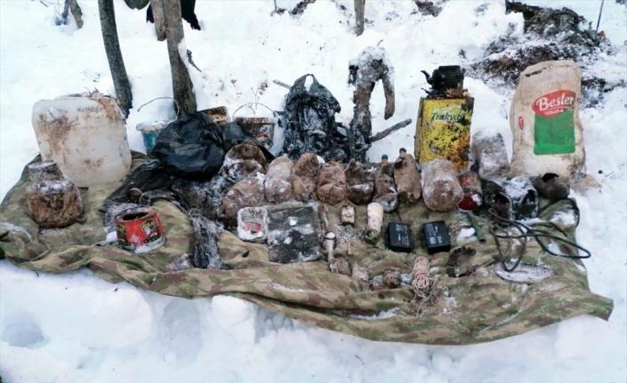 Bitlis'te PKK'lı teröristlerin kullandığı sığınak ve depolar imha edildi