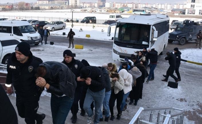 Çağrı merkezi numarasıyla dolandırıcılık yapan 15 kişi tutuklandı