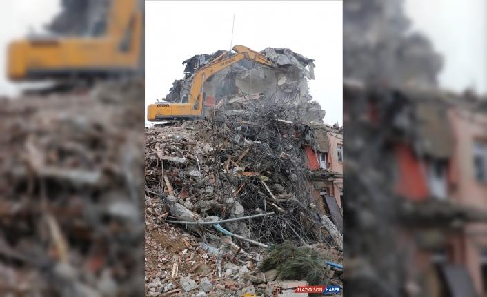 Elazığ'da ağır hasarlı 72 bina yıkılacak