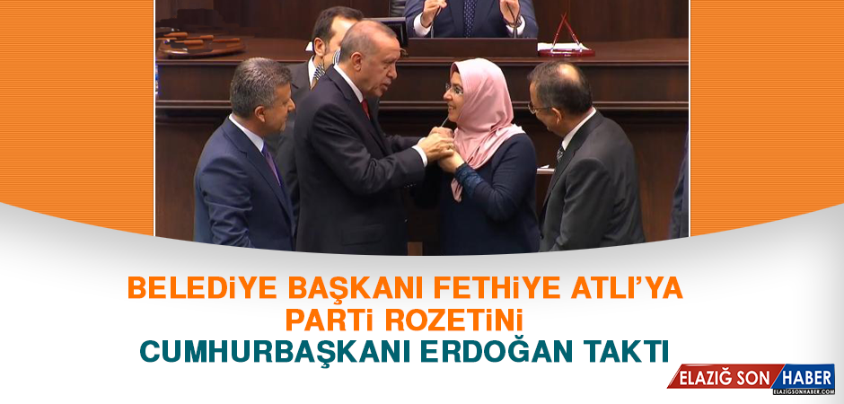 Belediye Başkanı Fethiye Atlı'ya Rozetini Cumhurbaşkanı Erdoğan Taktı