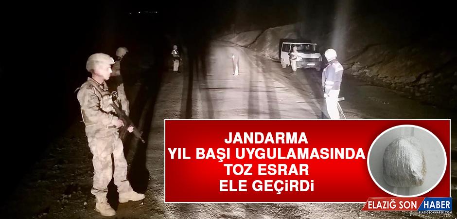 Jandarma, Yıl Başı Uygulamasında Toz Esrar Ele Geçirdi