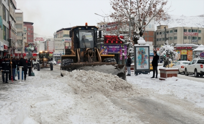 Van ve Bitlis'te 445 yerleşim birimine ulaşım sağlanamıyor