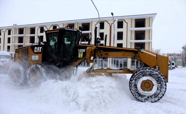 Van'ın 2 ilçesinde eğitime kar engeli