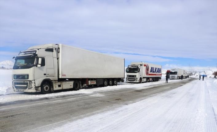 Ağrı-Van kara yolu geçici süreyle ağır tonajlı araçların geçişine kapatıldı