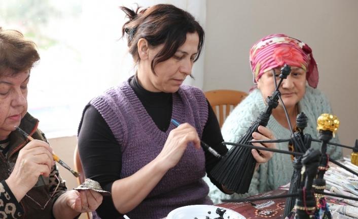 Atık malzemeler kadınların ellerinde yeniden hayat buluyor