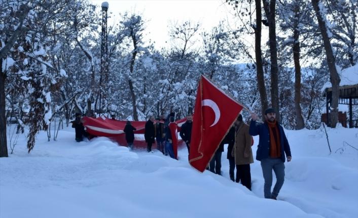 Avrupa Parlamentosunda Türk bayrağını yırtan ırkçı Yunan milletvekiline Muş'ta tepki