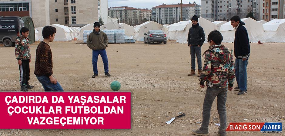 Çadırda da Yaşasalar, Çocuklar Futboldan Vazgeçemiyor