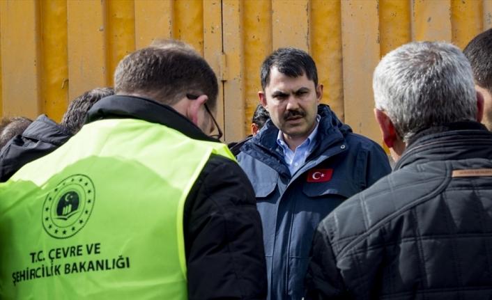 Çevre ve Şehircilik Bakanı Kurum deprem bölgesinde inceleme yaptı