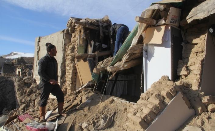 Depremden etkilenen Başkale'deki 4 mahallede yaralar sarılıyor