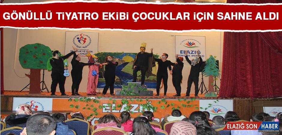 Gönüllü Tiyatro Ekibi Çocuklar İçin Sahne Aldı