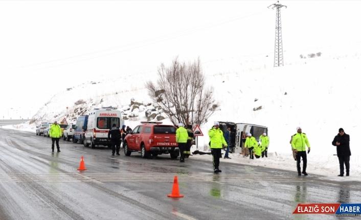 GÜNCELLEME - Erzurum'da yolcu midibüsü devrildi: 1 ölü, 21 yaralı