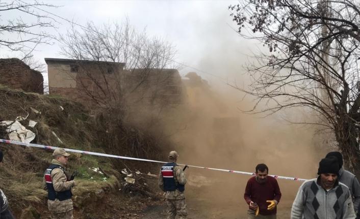 Malatya Jandarma depremden etkilenen vatandaşlarla çocukları yalnız bırakmıyor