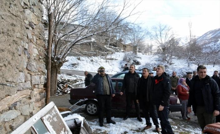 Malatya Valisi Baruş, depremden etkilenen mahallelerde incelemelerde bulundu: