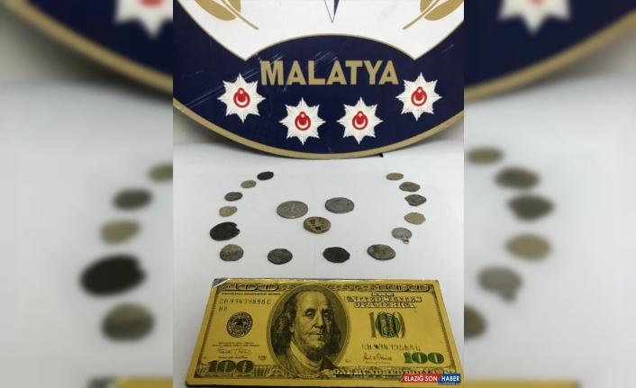 Malatya'da sahte 100 dolar metal banknot kalıbı ve 17 sikke ele geçirildi