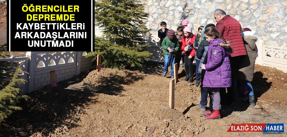 Öğrenciler Depremde Kaybettikleri Arkadaşlarını Unutmadı