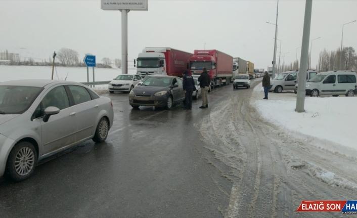 Sivas-Malatya kara yolu tipi nedeniyle ulaşıma kapandı