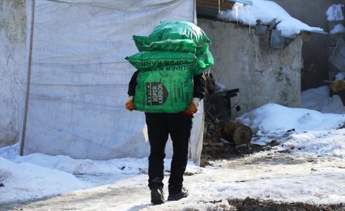 Türk Kızılay, Ağrı'da ihtiyaç sahiplerine kömür ve odun yardımı yaptı