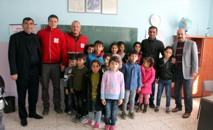 Türk Kızılay, Elazığ'da depremde zarar gören köy okullarını onarıyor