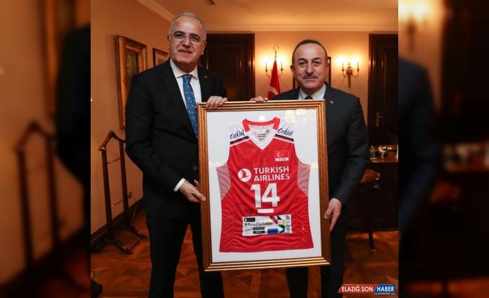 Türkiye Voleybol Federasyonu Başkanı Üstündağ'dan Dışişleri Bakanı Çavuşoğlu'na ziyaret