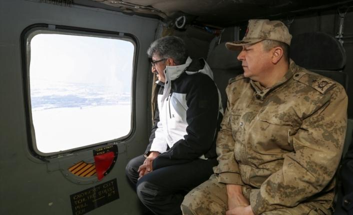 Van Valisi Bilmez çığ bölgesinde helikopterle incelemede bulundu: