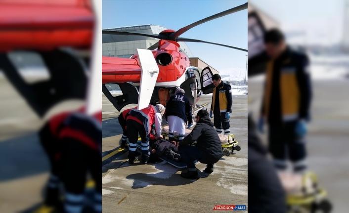 Van'da ambulans helikopter yüz felci geçiren hasta için havalandı