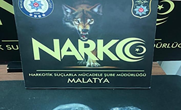 Malatya'da uyuşturucu operasyonunda yakalanan 2 şüpheli tutuklandı