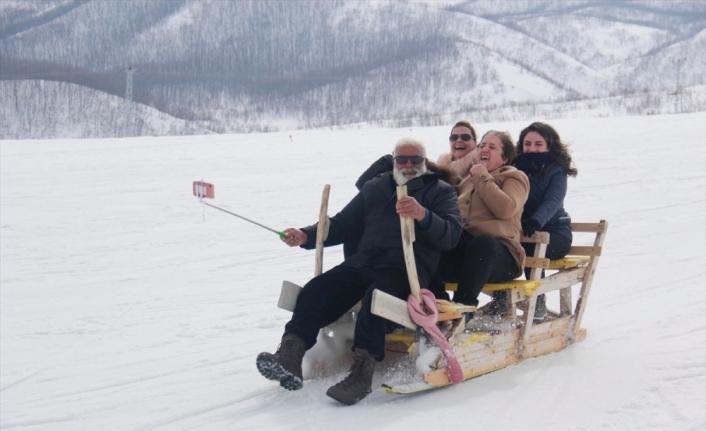 Tunceli'de ilkbaharda kayak keyfi