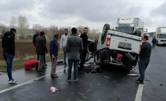 Ağrı'da otomobil devrildi: 4 yaralı
