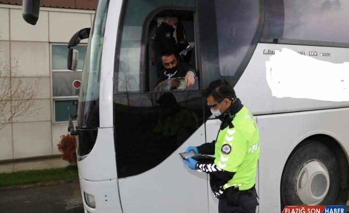 Ağrı'da sahte izin belgesiyle otobüsle yolculuk eden 26 kişiye ceza kesildi
