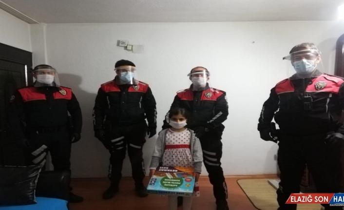 Erzincanlı minik Sıla'ya polislerden doğum günü sürprizi