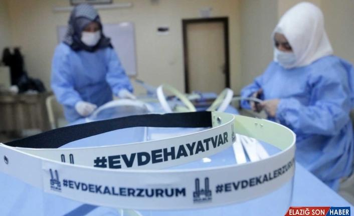 Erzurum Büyükşehir Belediyesinden Kovid-19 ile mücadeleye siperlikli maske desteği
