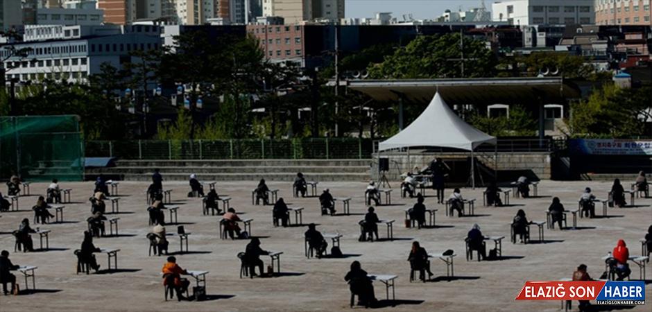 Güney Kore'de, Virüse Karşı Açık Havada, İşe Giriş Sınavı