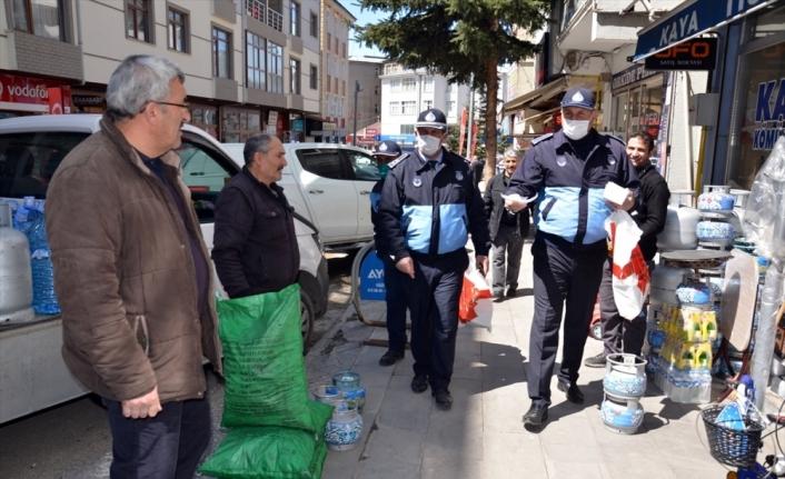 Kars ve Ardahan'da Kovid-19 salgınına karşı maske dağıtıldı