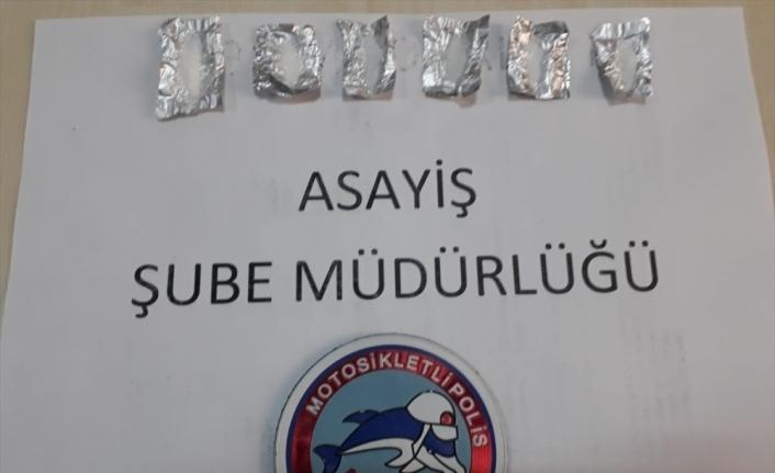 Kars'ta sokağa çıkma yasağına uymayan 20 yaş altı genç uyuşturucu ile yakalandı