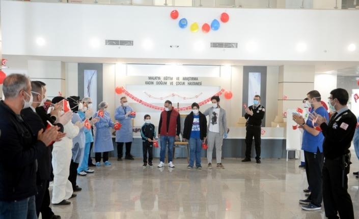Malatya'da koronavirüs mücadelesini kazanan 2 çocuk 23 Nisan'da taburcu edildi