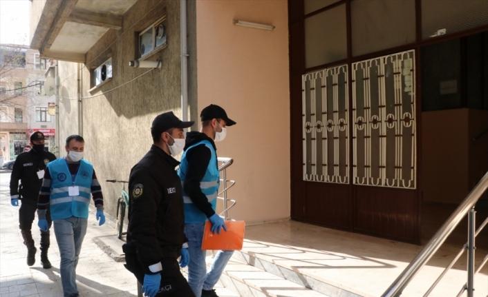 Minik Emir, kumbarasındaki 59 lirayı Milli Dayanışma Kampanyası'na bağışladı
