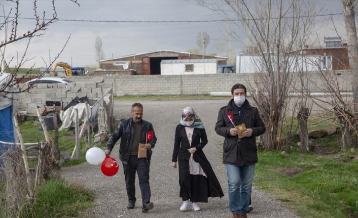 Öğretmenler, evlerinde ziyaret ettikleri öğrencilerinin bayramını kutladı