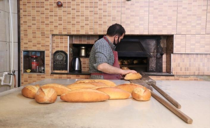 Sokağa çıkma yasağı uygulanan Erzurum'da ekiplerin ekmek mesaisi
