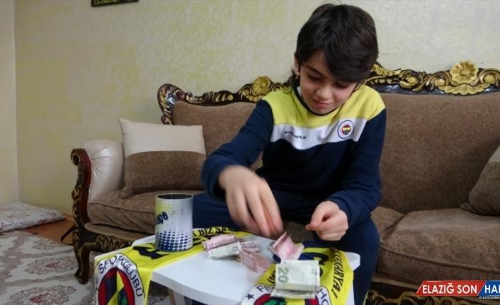 Tablet almak için biriktirdiği parayı Milli Dayanışma Kampanyası'na bağışladı